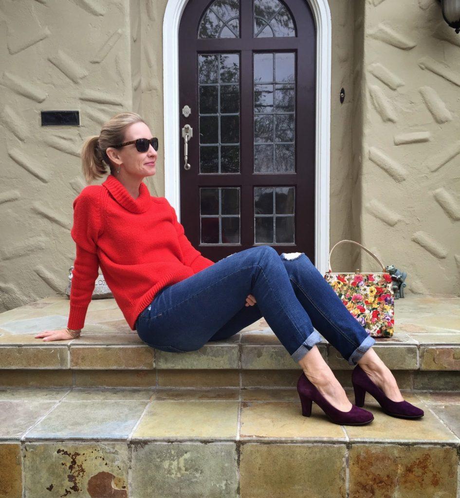 vintage floral bag, distressed boyfriend jeans over 40, style over forty, spring look