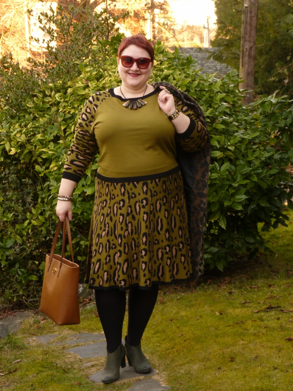 1113254bd0 Natalia of In the Writer's Closet is my fav pick from last week's link up.  Doesn't she look fabulous in this cool pea-soup green? Speaking of green,  did you ...