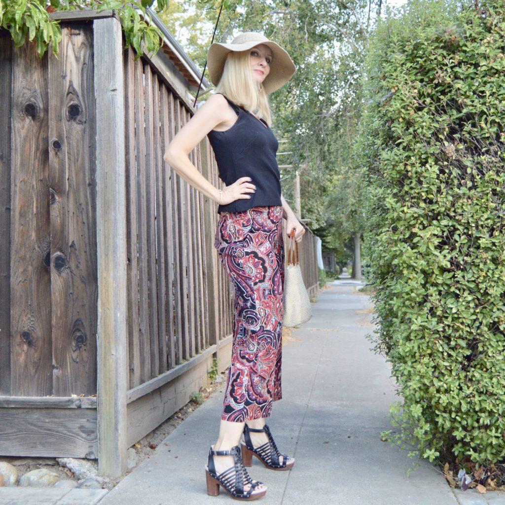 paisley prints 2017, colorful cropped pants
