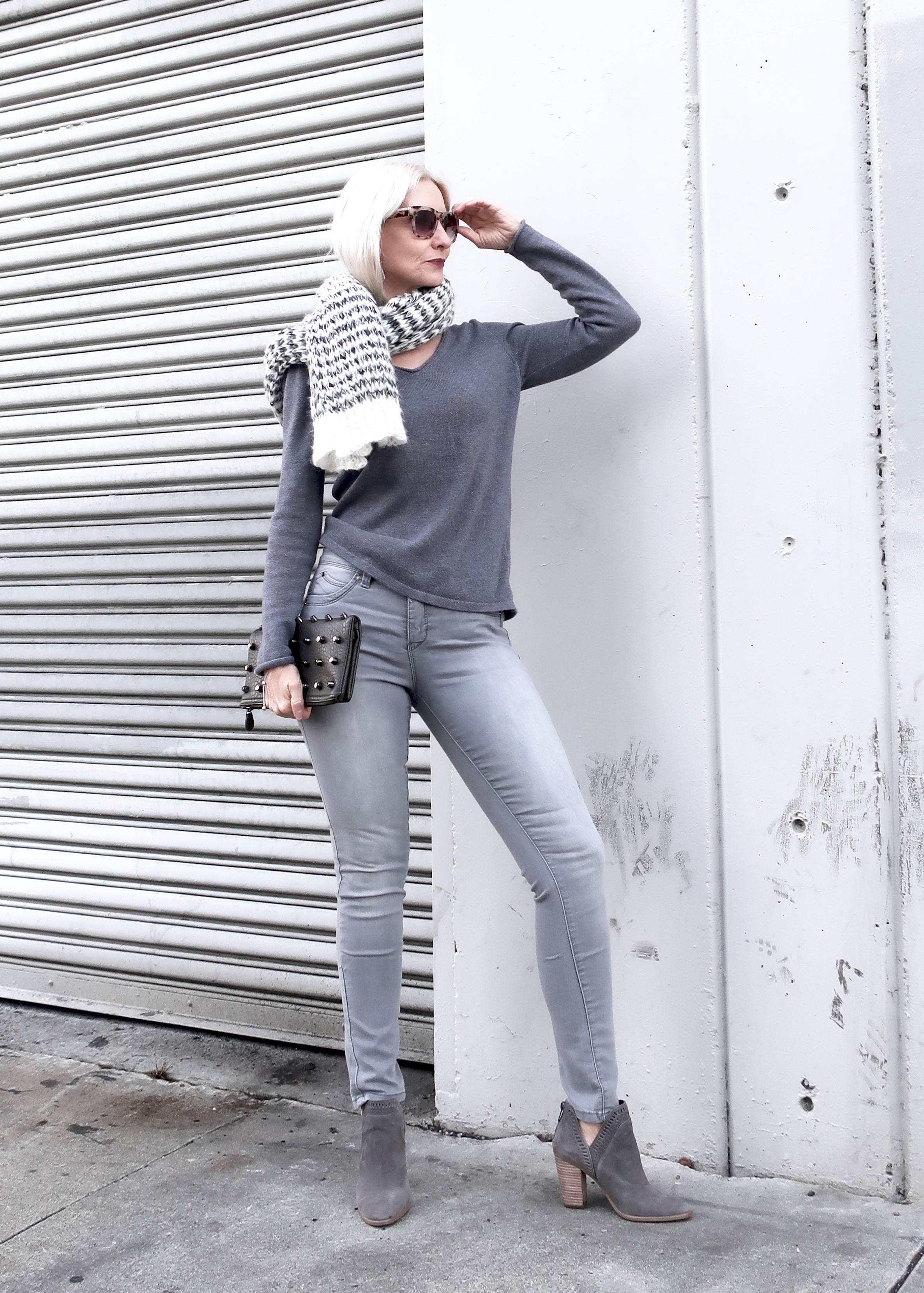 gray monochromatic look, miminalist over 50