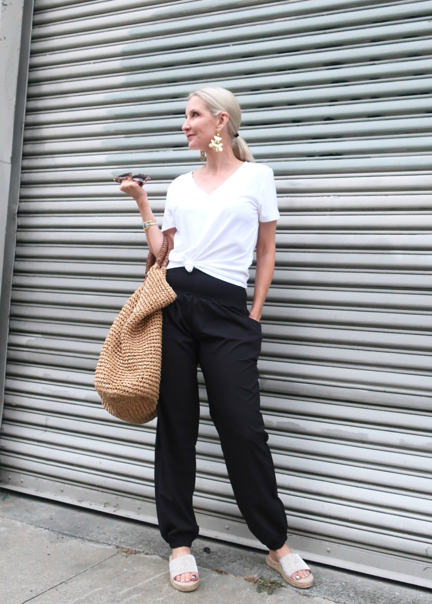 comfortable summer outfit for women over 40