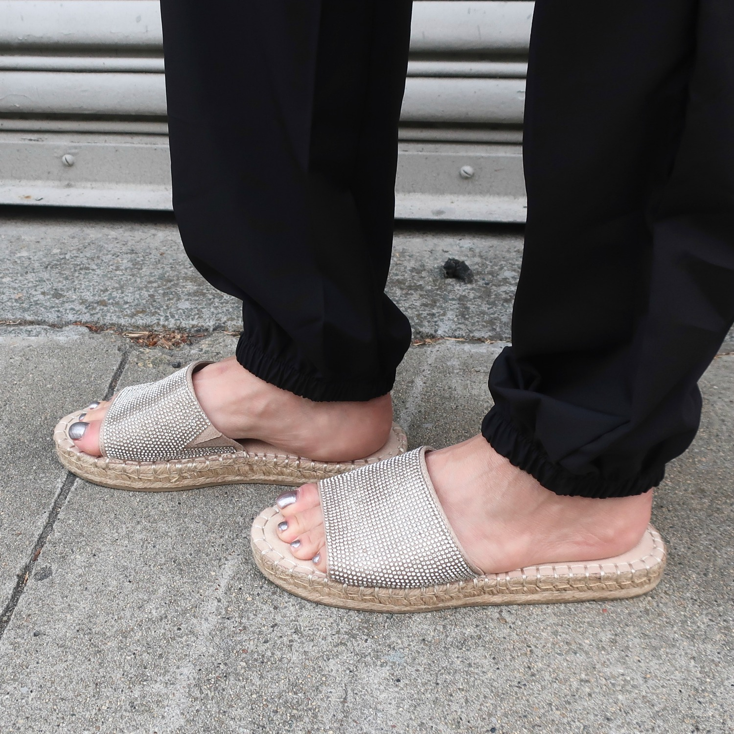 comfortable sparkly slides for summer