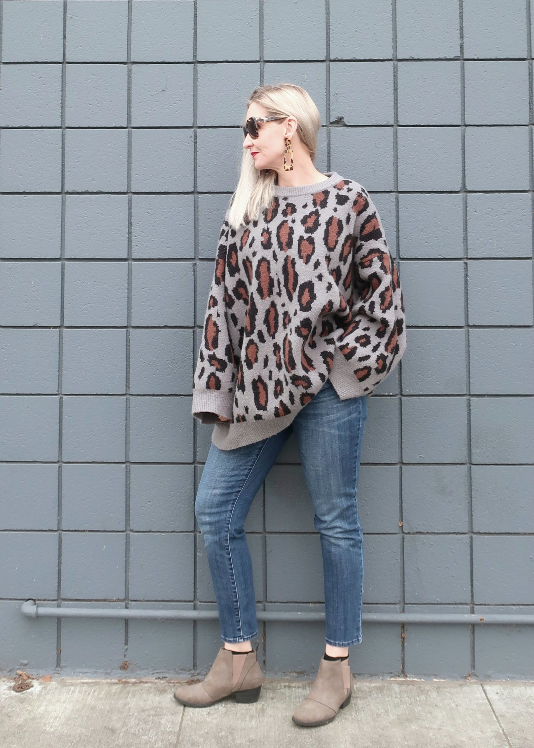 oversized leopard sweater for a weekend outfit