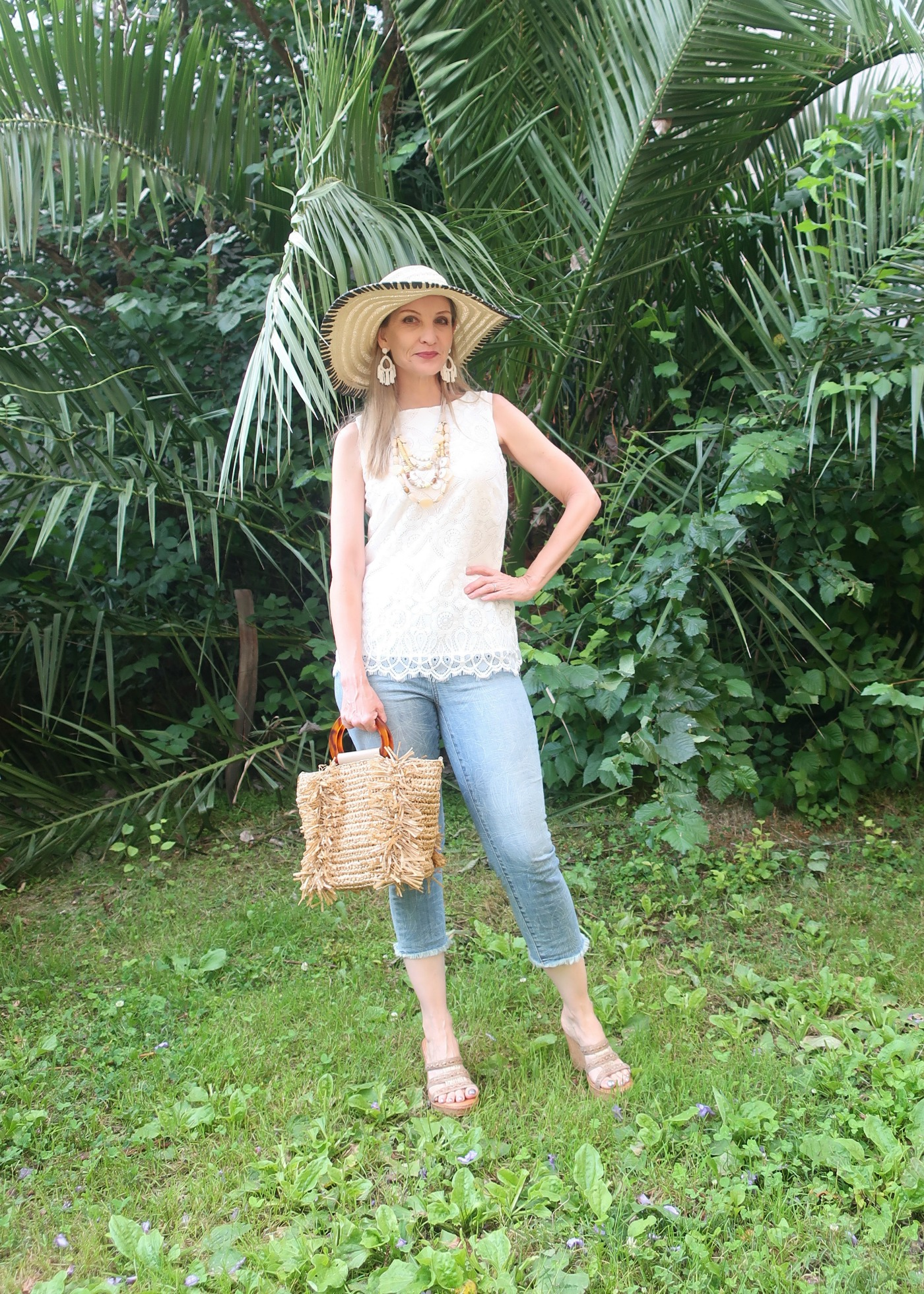 tropical vibes for the summer, summer dressing for women over 40