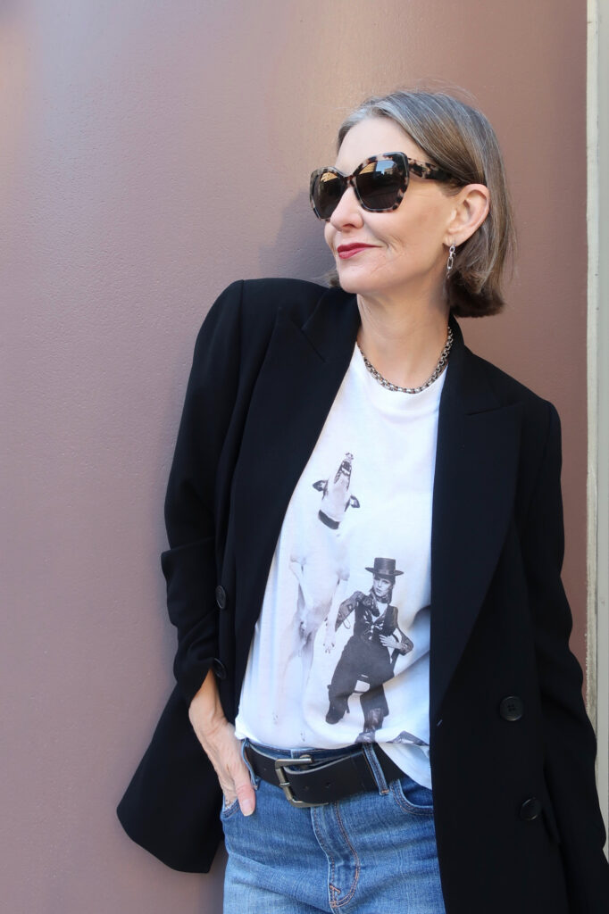 modern cool outfit idea for women over 40