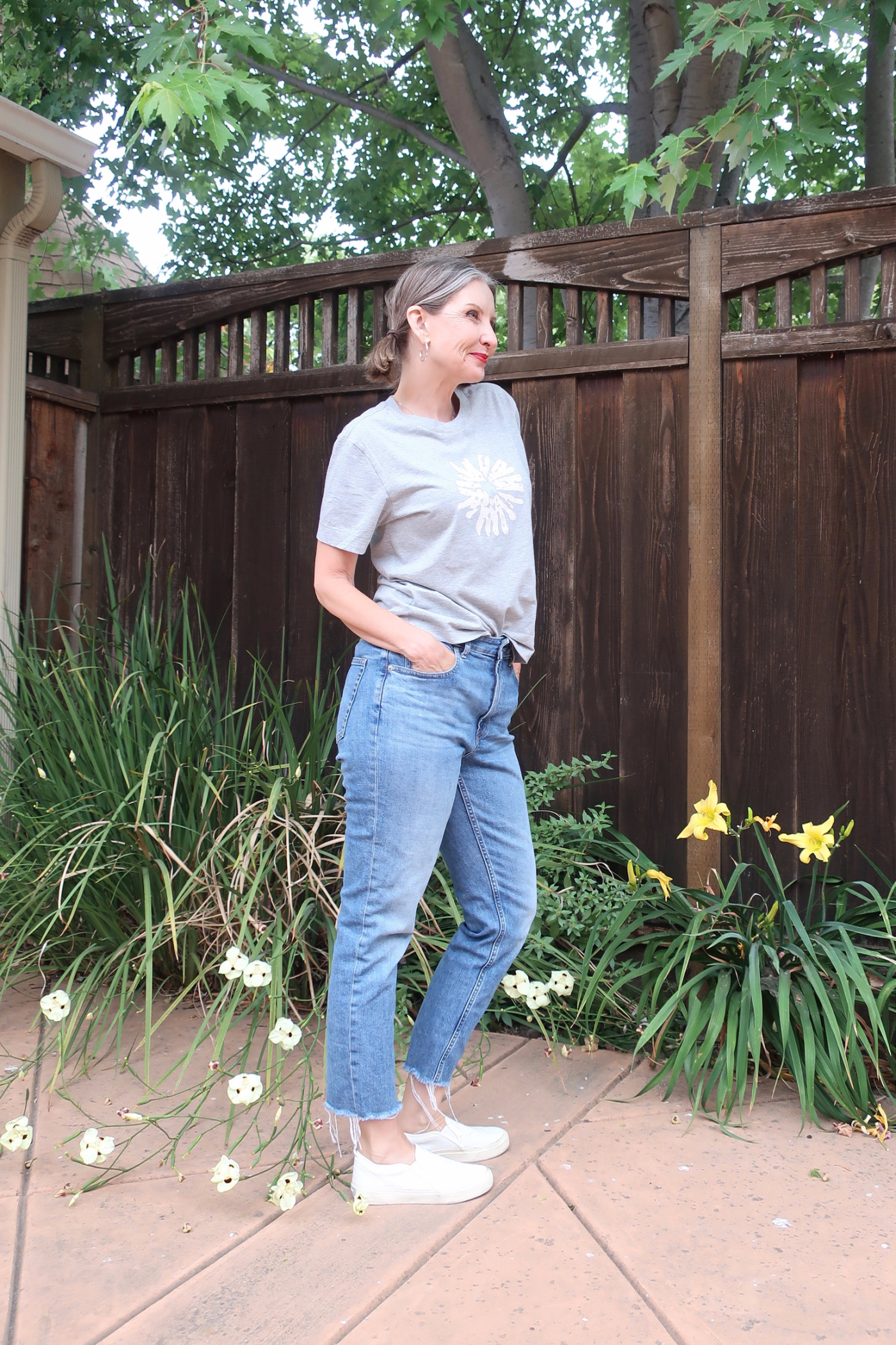 casual outfit for women over 40